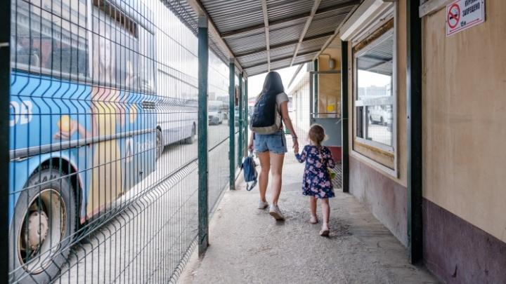Один из двух основных выходов с автовокзала давно закрыт решеткой. Куда бежать в случае пожара?