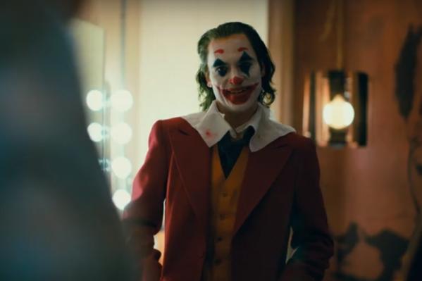 Клоун и «принц преступного мира»: именно такое амплуа у Хоакина Феникса в «Джокере»