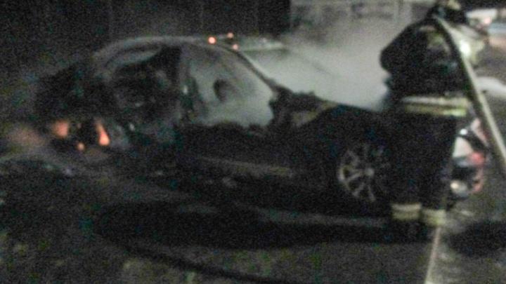 20-летний житель Ярославской области поджёг чужую машину, чтобы его не наказали за разбитое стекло
