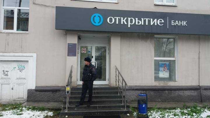 Мужчину, который напал на отделение банка «Открытие» и застрелил посетителя, отправили в СИЗО