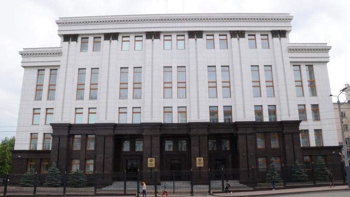 В правительство Челябинской области пришёл человек с угрозами сжечь себя