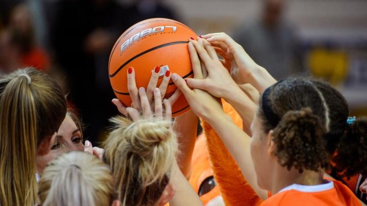 Возвращаются домой с победой: баскетболистки УГМК крупно обыграли «Енисей» в Красноярске
