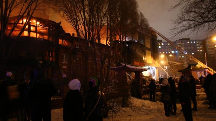 В Самаре потушили крупный пожар около ТЦ «Колизей»
