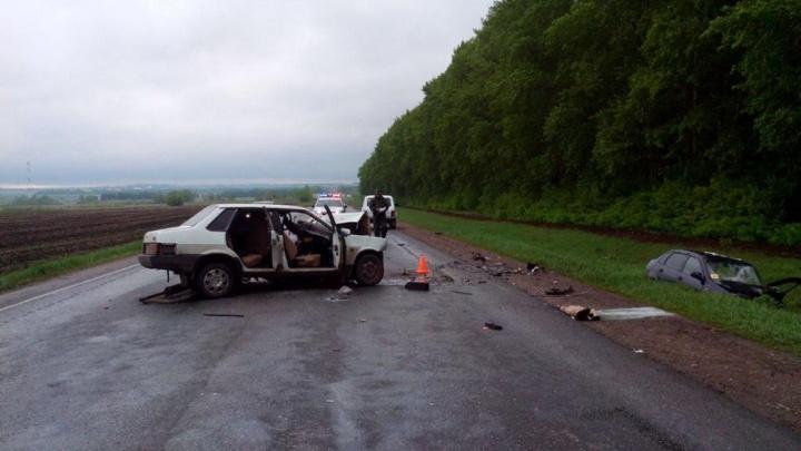 В Башкирии в массовой аварии с участием трех автомобилей погибла 18-летняя девушка