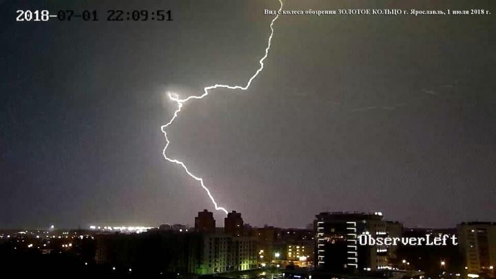 Молния ударила в жилой дом: последствия разбушевавшейся стихии в Ярославле