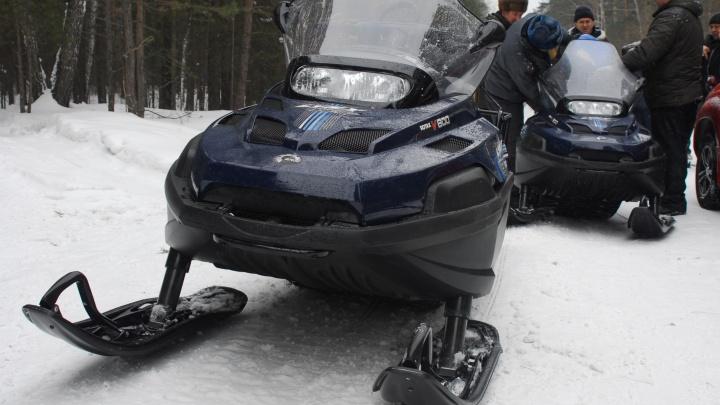 Спасатели полтора часа искали прижатого снегоходом подростка в лесу