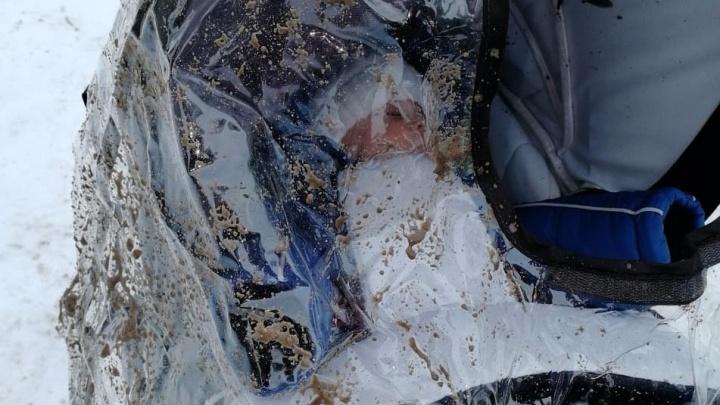 «Нас видели заранее»: в центре Волгограда снегоуборочная машина окатила грязью грудного малыша