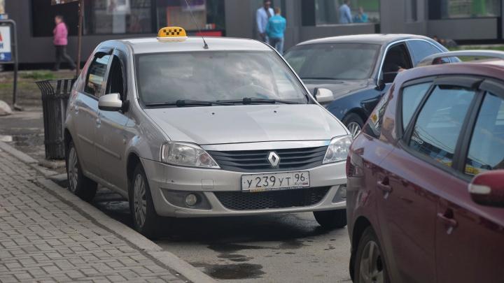 Средняя зарплата — 59 тысяч: Екатеринбургу стало нужно в два раза больше таксистов