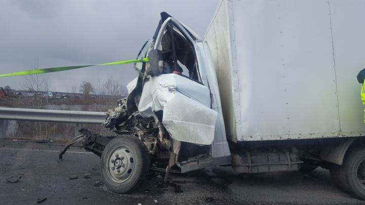 Под Тюменью из-за серьезной аварии было перекрыто движение на трассе