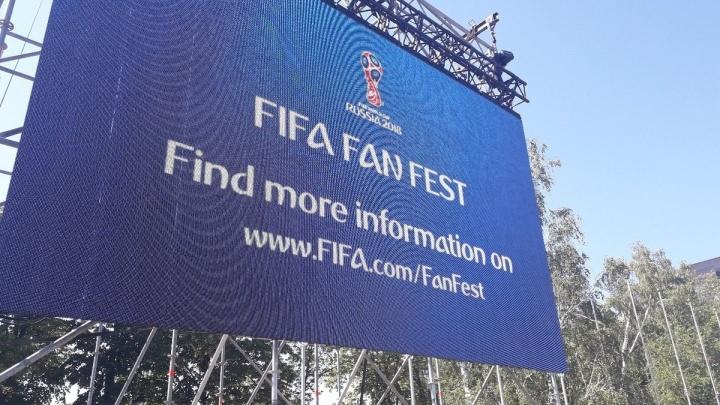На площади Куйбышева установили дополнительные экраны для просмотра матча Россия — Уругвай