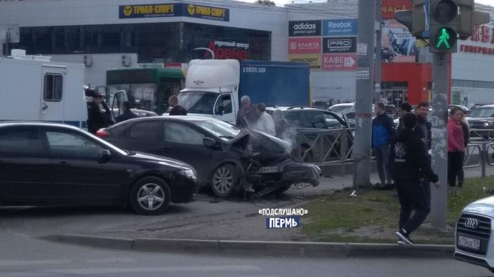 В Перми пьяный водитель устроил аварию на шоссе Космонавтов