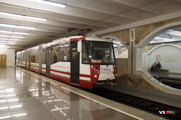 Трамваи и троллейбусы ходят по своему обычному расписанию