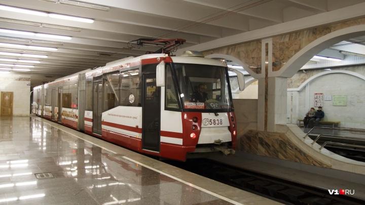 Трамваи идут, светофоры горят: в Волгограде пожар между станциями не помешал транспорту