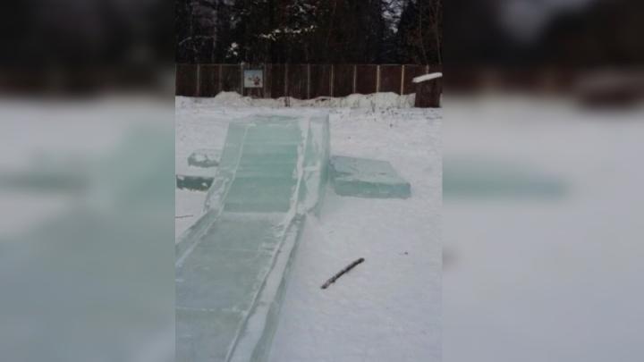 Вандалы разгромили ледовые фигуры в Академгородке