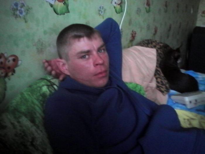 У Максима Рассказова две татуировки: на руке иероглиф, на груди — тигр