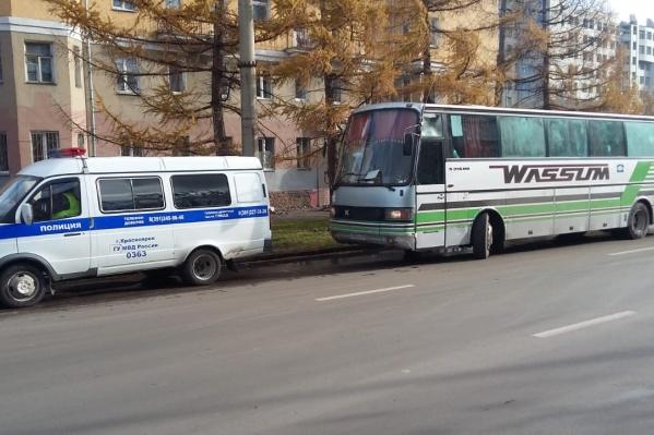 Автобус оказался неисправен, а в салоне находились нелегальные мигранты
