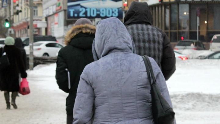 «Иглы» бьют в лицо: смотрим, что происходит в Омске во время весенней пурги