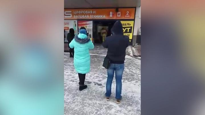 Покупателей эвакуировали из «Континента» на Троллейной