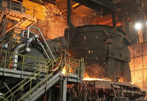 Зацепился одеждой: на серовском заводе металлурга затянуло в станок