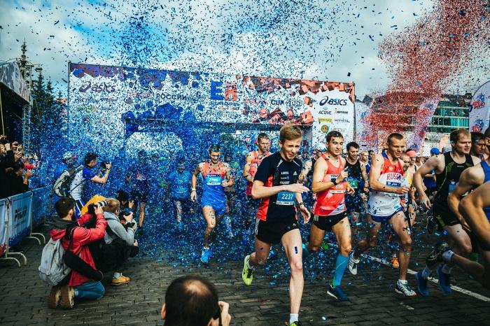 В этом году участники марафона будут стартовать четыре раза: отдельно марафонцы и полумарафонцы, за ними — участники дистанций на 10 и 3 км