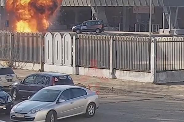 После взрыва улицу Победы заволокло дымом