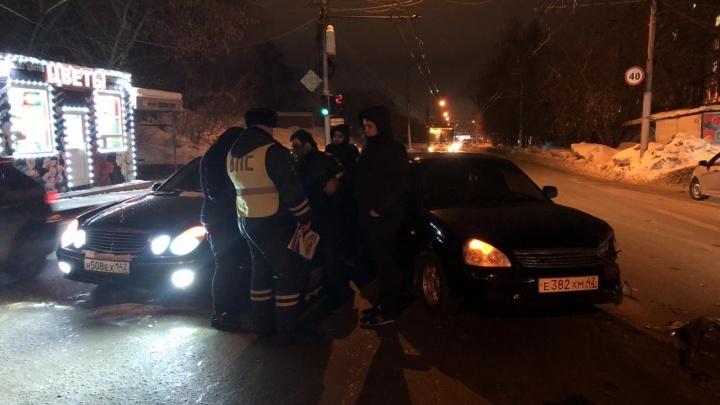 «Чуть людей не задавил»: в Дзержинском районе водитель протаранил машину и скрылся