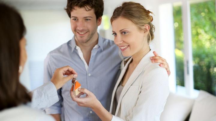 Ставки по ипотеке снова снизили: теперь купить квартиру в новостройке можно от 8,35% годовых