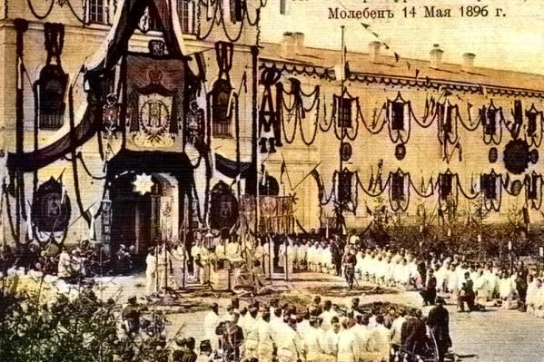 В день коронации Николая II в екатеринбургской тюрьме проходил молебен