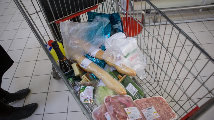Официально: новосибирцу достаточно 3991 рубля на продукты в месяц