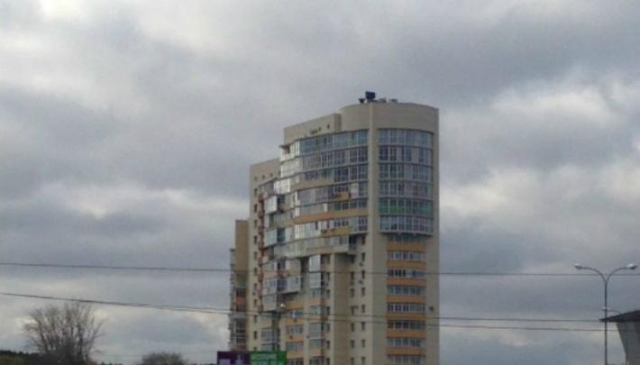 В Челябинске загорелся 18-этажный дом за торгово-развлекательным комплексом
