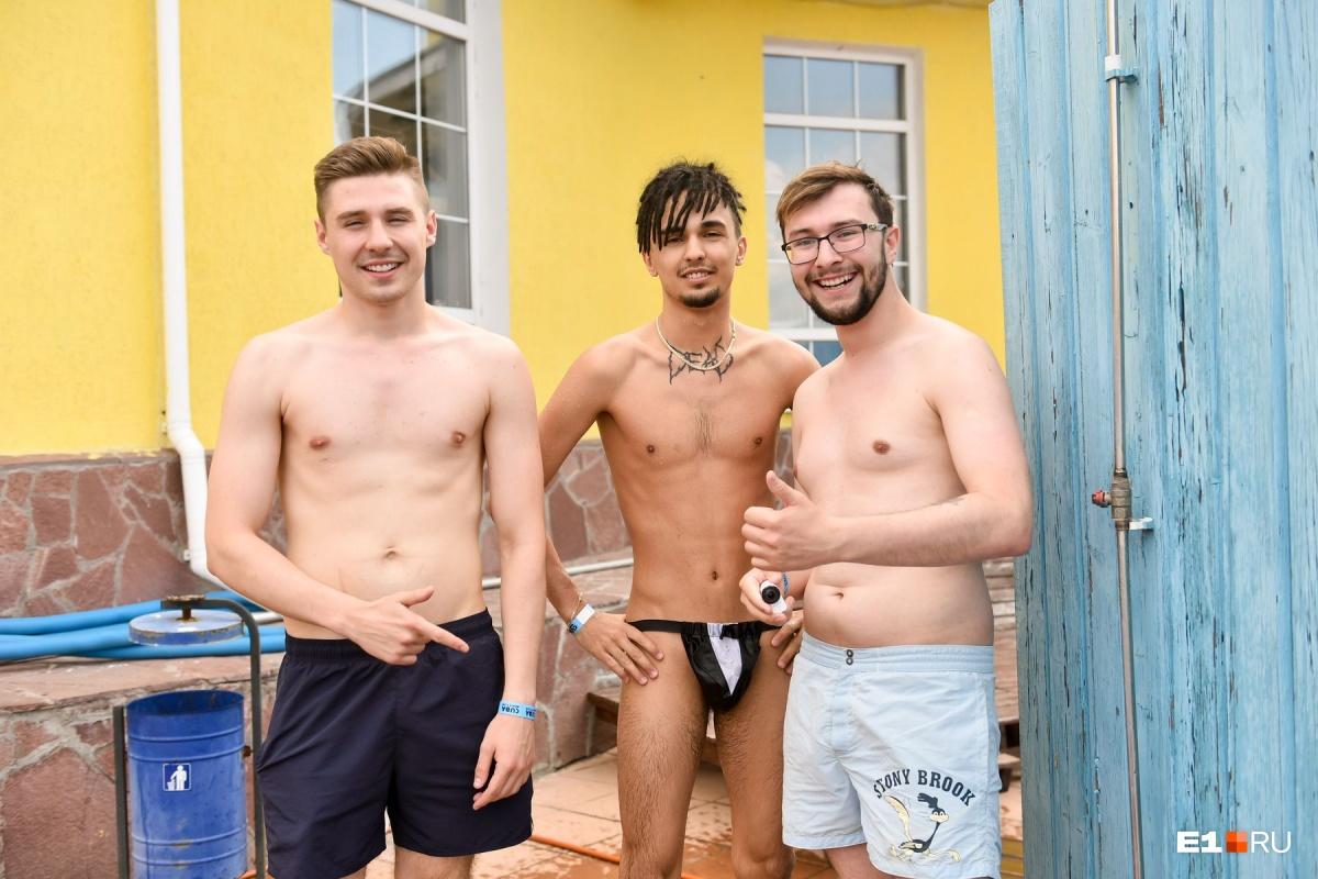 Но и горячих уральцев тоже можно было встретить на пляже