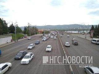По перекрытому Коммунальному мосту решено пускать таксистов