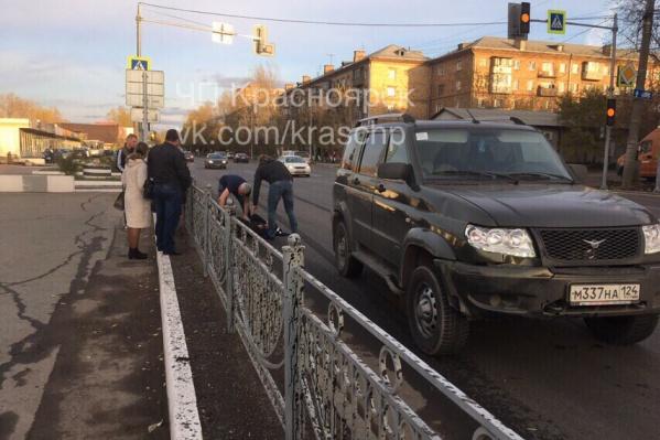 По фото неясно, перебегал ли подросток дорогу по переходу