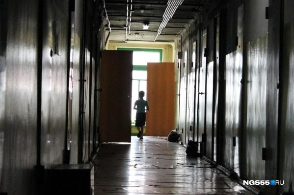 Сейчас восьмилетнего мальчика отправили в школу-интернат