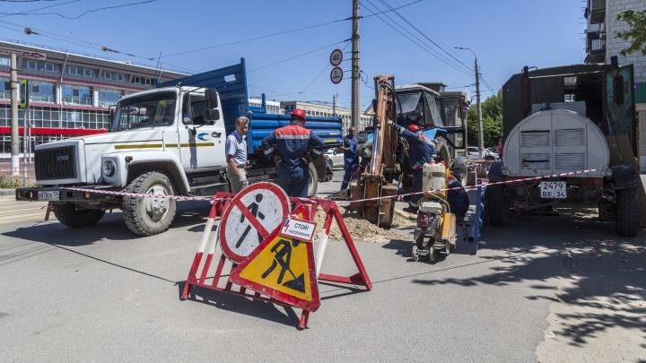 «Свет остался во всех домах»: в центре Волгограда устраняют крупную коммунальную аварию