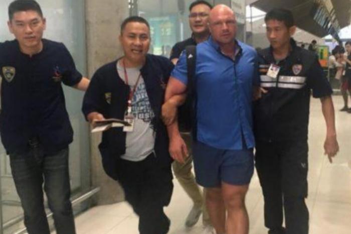 Оперативное фото: полиция Таиланда задерживает Николая Рыбалова