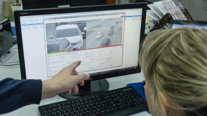Ехал на служебной машине с чужими номерами: в Перми задержали полицейского из Соликамска