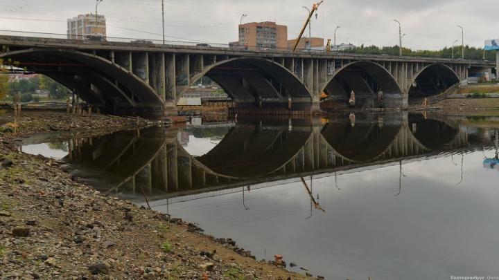 """После сноса трети Макаровского моста его остатки """"загрузят"""" и проверят на прочность"""