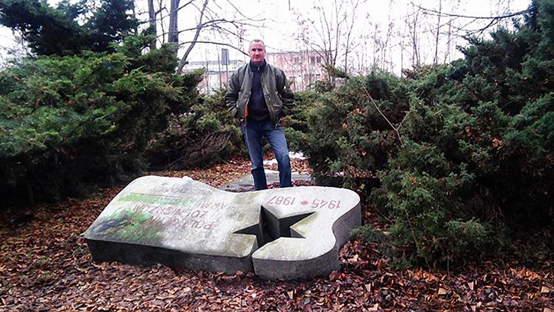 В Польше мемориал неоднократно уродовали вандалы