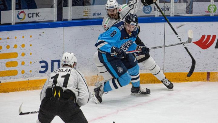Хоккей: «Сибирь» одержала победу над «Трактором»