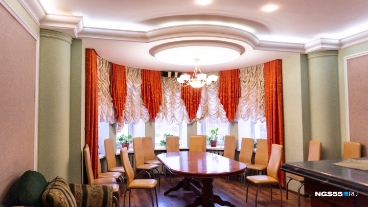 Омский бизнесмен подарил хоспису коттедж с бассейном и бильярдом: смотрим, как дом выглядит изнутри