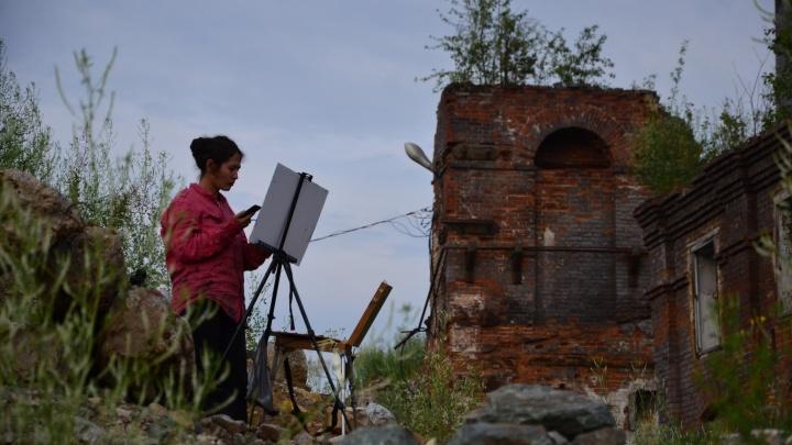 Художники из разных стран две недели будут рисовать старинный уральский посёлок