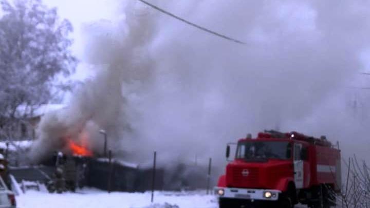 Дворы в конце Красного проспекта заволокло дымом