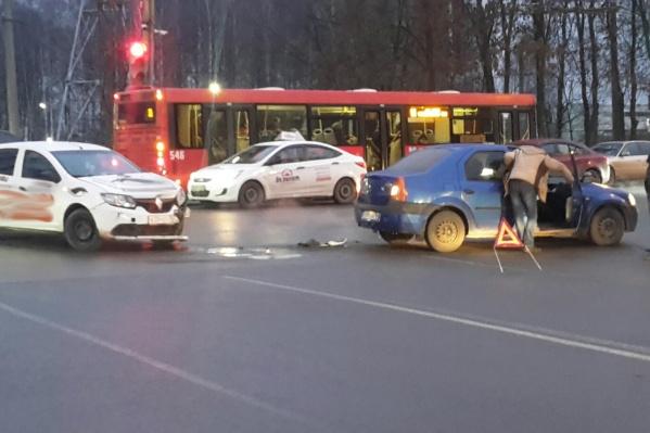 Авария произошла вечером в Дзержинском районе