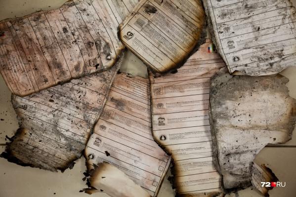 Эти бюллетени были найдены недалеко от пруда Лесного