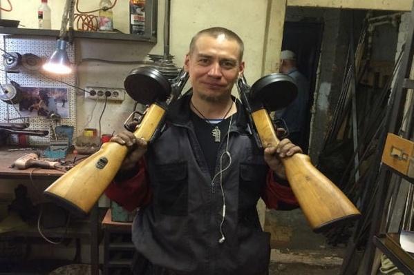 ЛГБТ-борец живет в Санкт-Петербурге, но обеспокоен нравственностью детей по всей стране