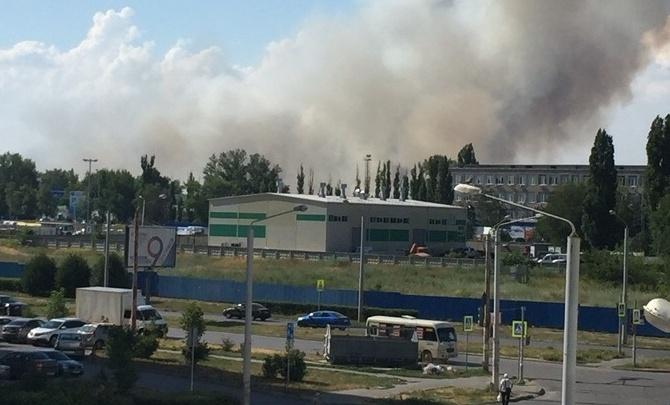 Под Ростовом снова горит сухая трава