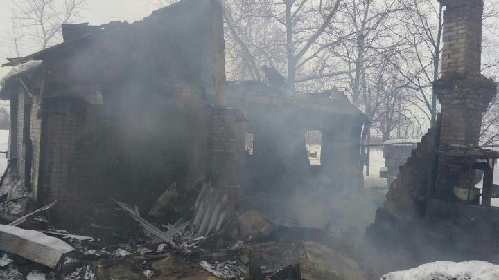 В Ярославской области во время пожара заживо сгорели брат с сестрой
