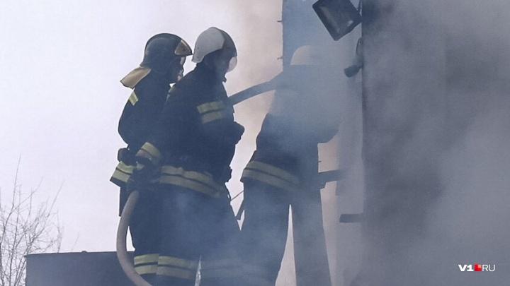 Скопившийся в Волгограде мусор начал гореть