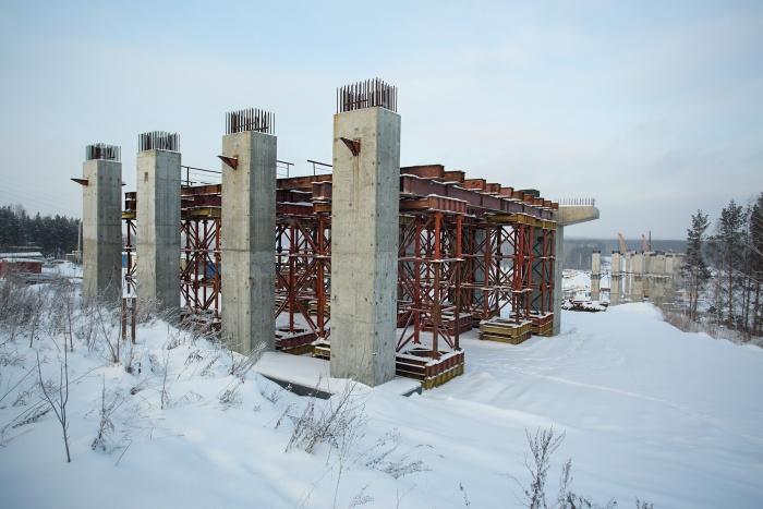 Единственный участок, на котором в последнее время вели строительные работы на Восточном обходе, — мост через Иню